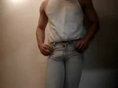 HOT BULGE IN TIGHT JEANS